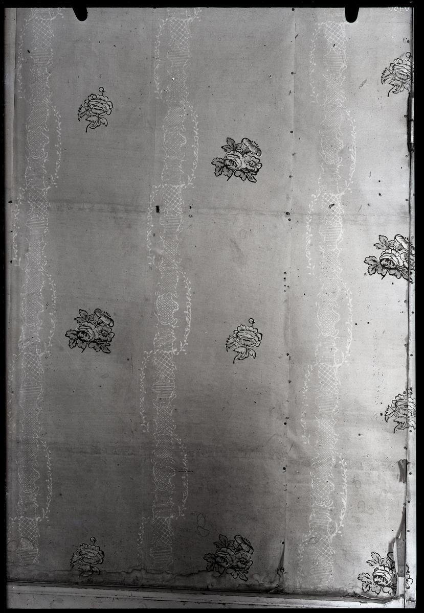 Kolbäck sn. Tapet, västra väggen, i rum på Strömsholms slott.