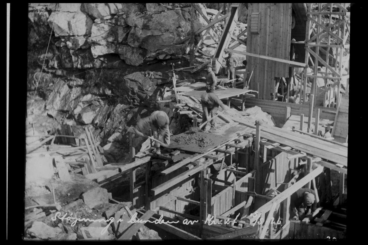 Arendal Fossekompani i begynnelsen av 1900-tallet CD merket 0469, Bilde: 57 Sted: Flaten Beskrivelse: Grunnarbeid. Støping