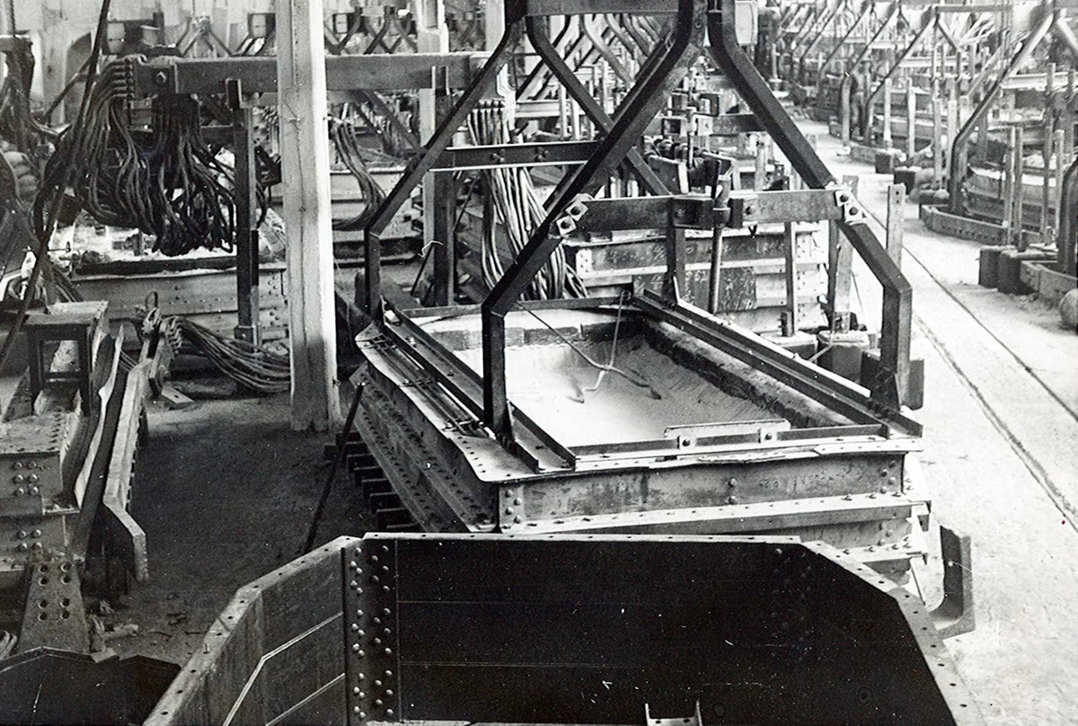 Nitriden. Arrangement for plassering av smelteovner for aluminium.