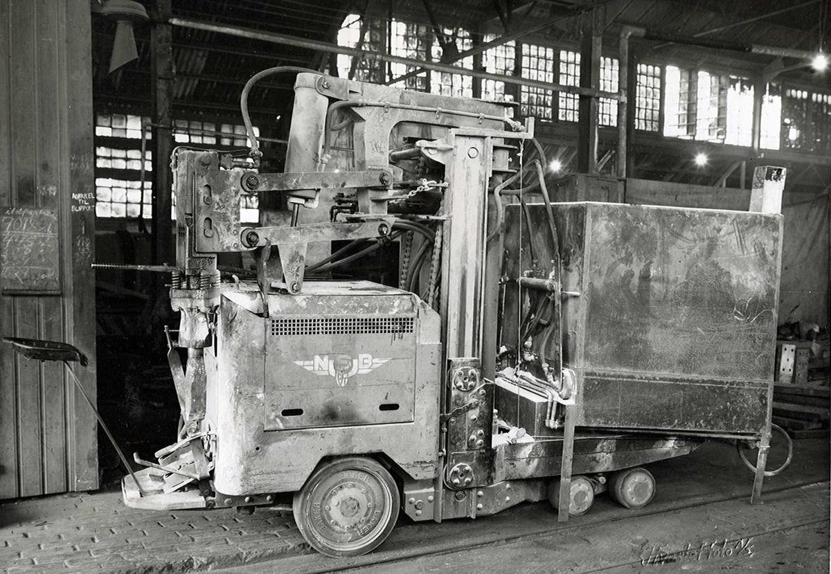 Nitriden. Stor kjøredoning med kompressorhammer(?). Kjøpt av NSB(?).