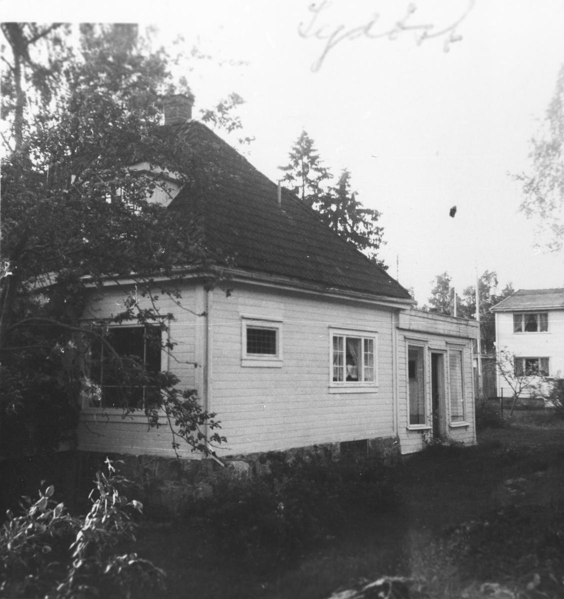 Sætreskogvn. 21. Den øvre delen var Oppegård Manufakturforretning.