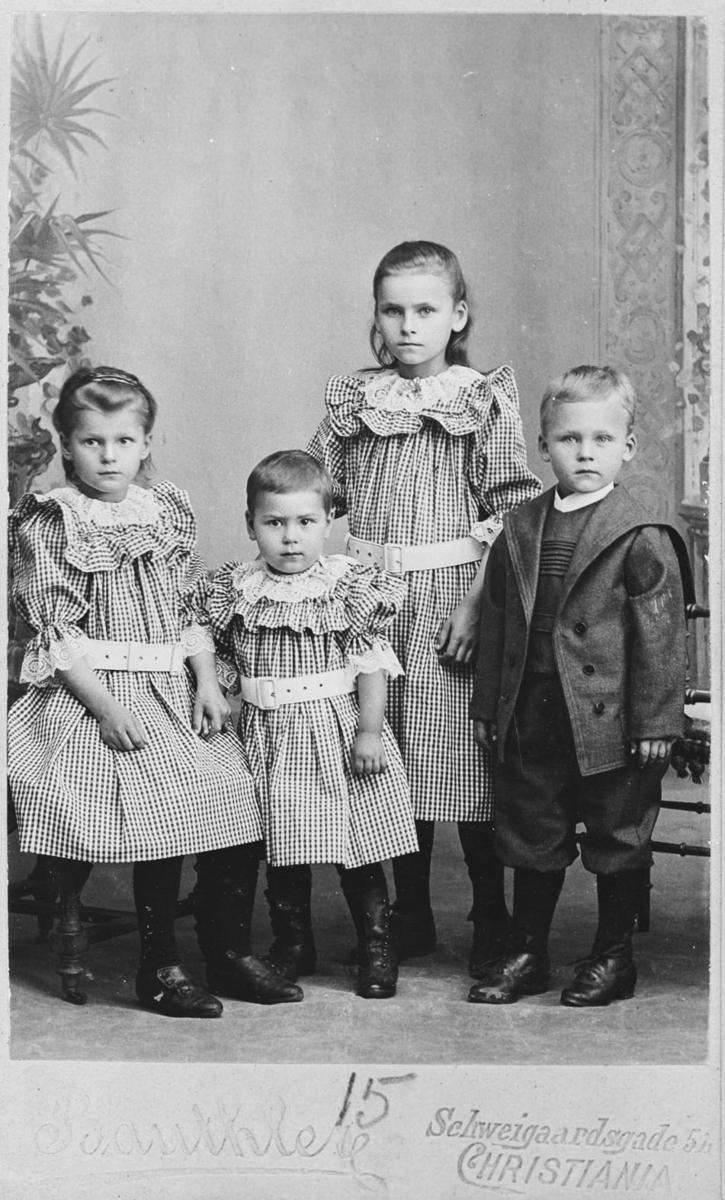 Gruppe, barn til Sven Julius Rød og Maren Louise.