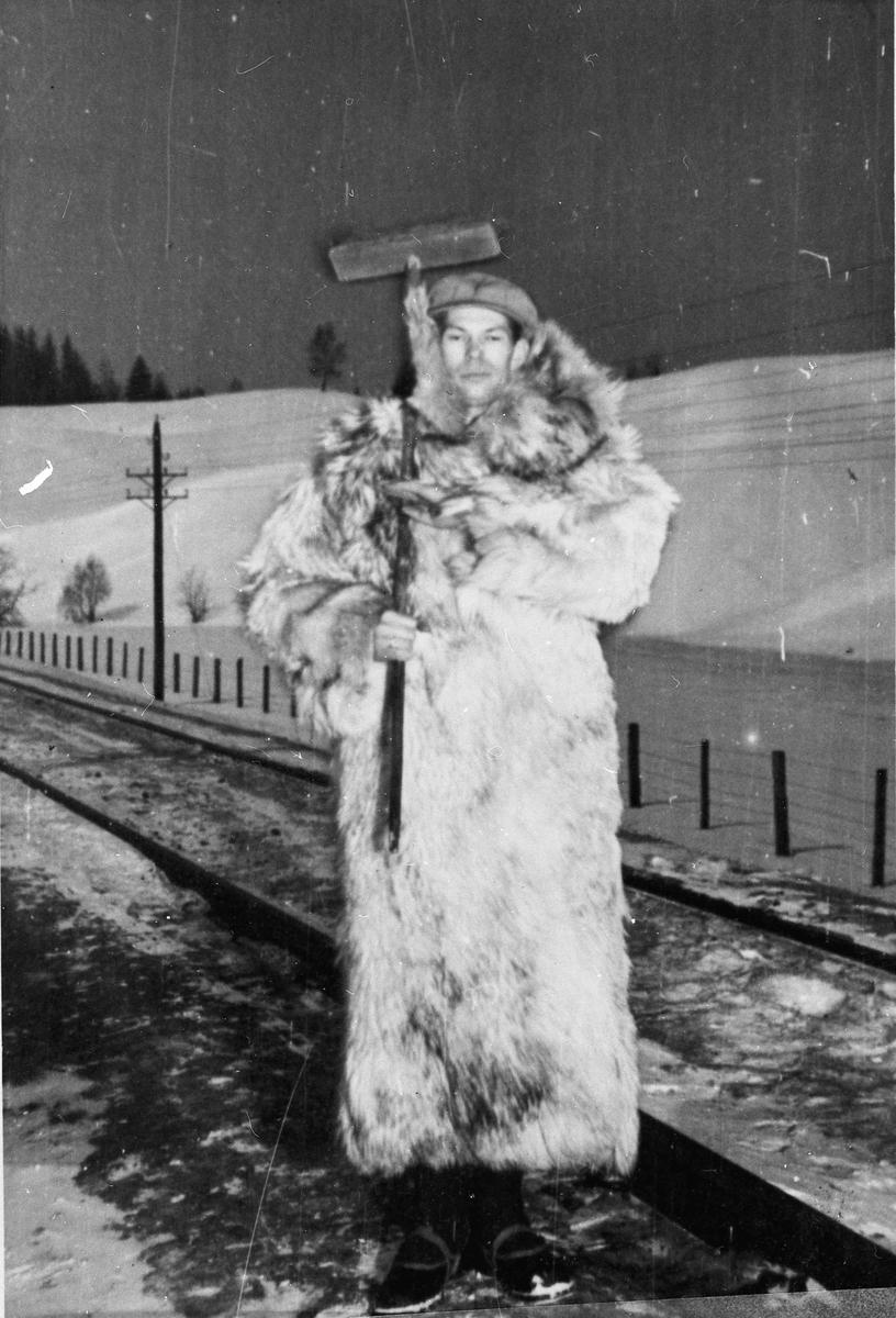 Vakt som holder oppsyn med toglinja.