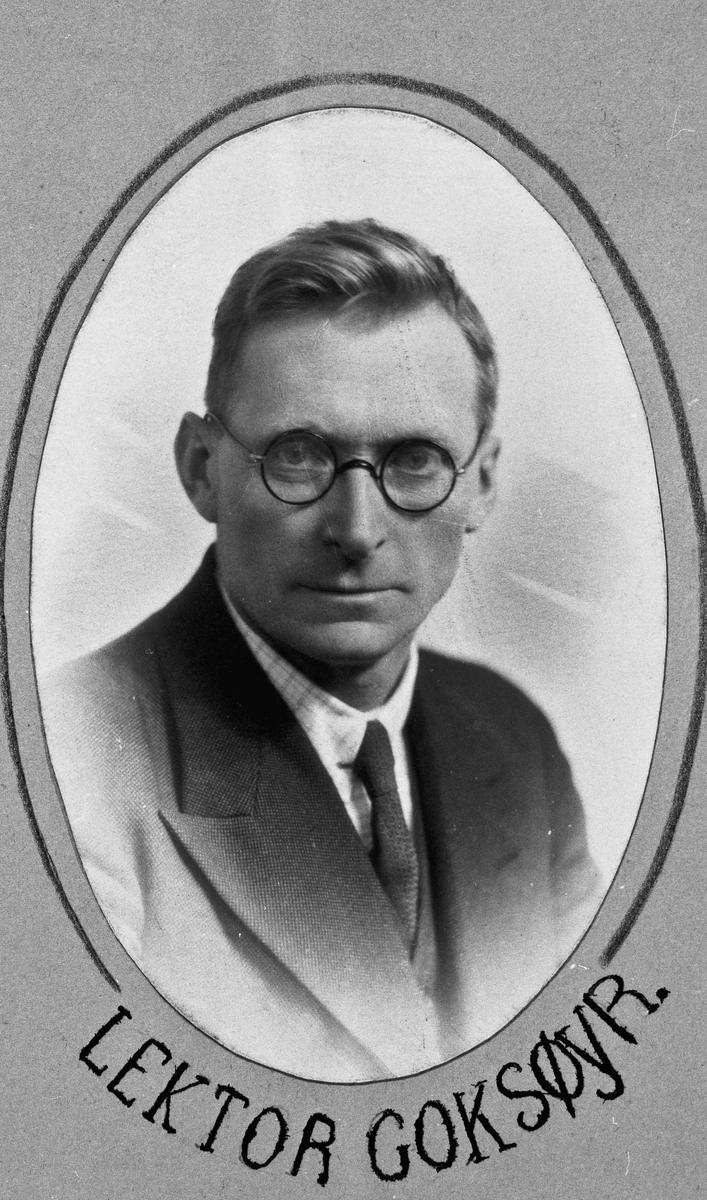 """Lektor Harald Goksøyr på Eidsvoll Landsgymnas. Ble sendt til Kirkenes fordi han ikke ville underordne seg det tyske """"Lærersambandet""""."""