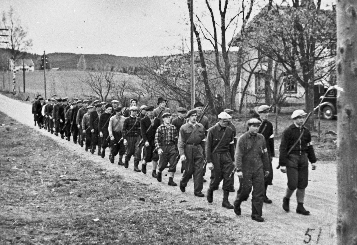 På veien Minnesund-Feiring. Styrkene skal for å ta over den tyske leiren på Minnesund.