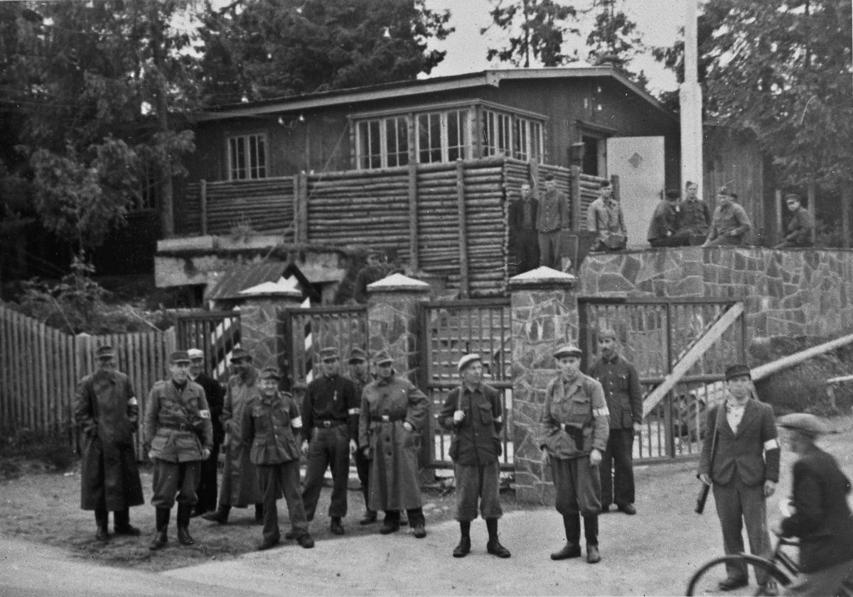 Hjemmestyrker og tyske soldater.