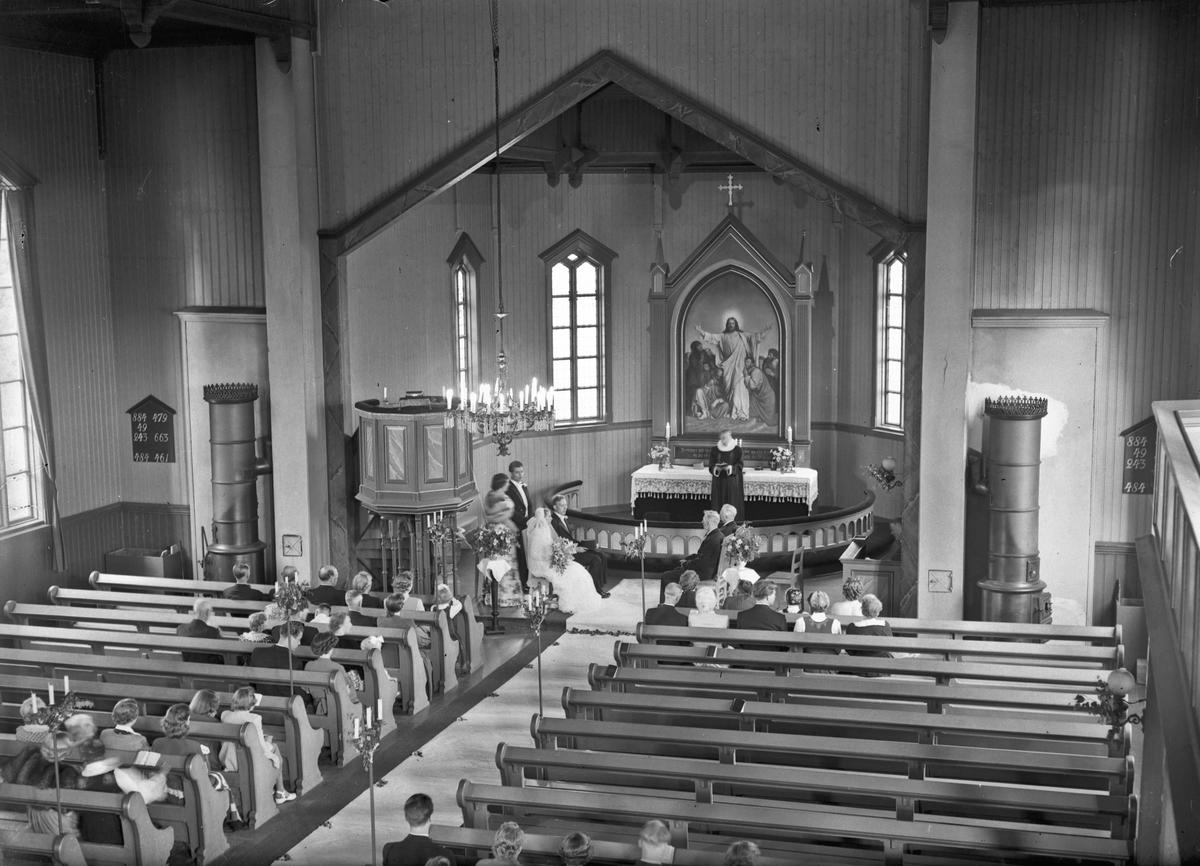 Fra bryllup i kirke.