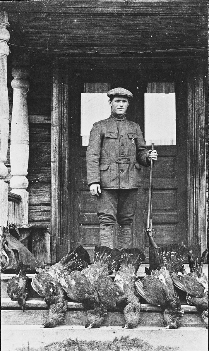 Kristian Tønsager i 1916. Dyktig jeger og skihopper. Tok bl.a. 1. premie i Holmenkollen i yngste klasse i 1915.