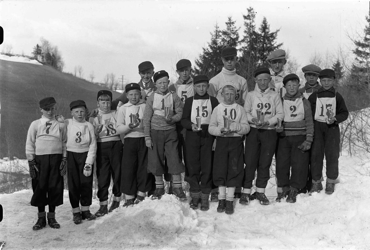 Barn som har vært med i skirenn. Nr 18 er Bjørn Tyskerud (fdt. Ca. 1920), Nr. 5 er Martin Gulbrandsen