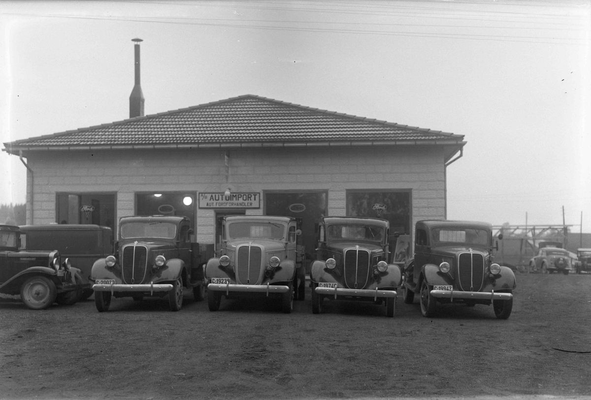 Autoimport med bl.a. Chrysler bil fra før krigen.