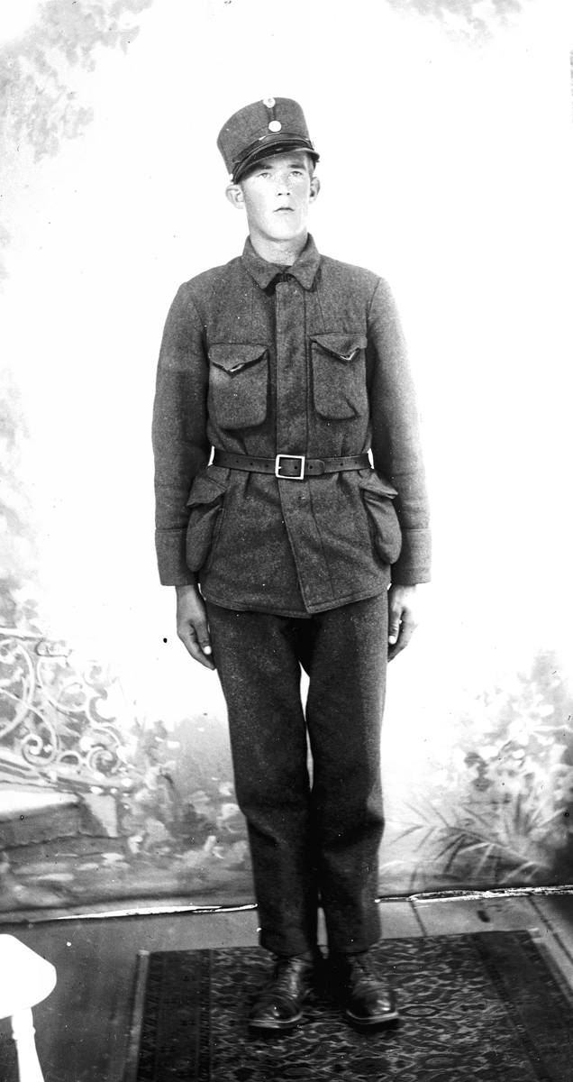Portretter, Sigmund Engnes, Eidsvoll Verk, i uniform.