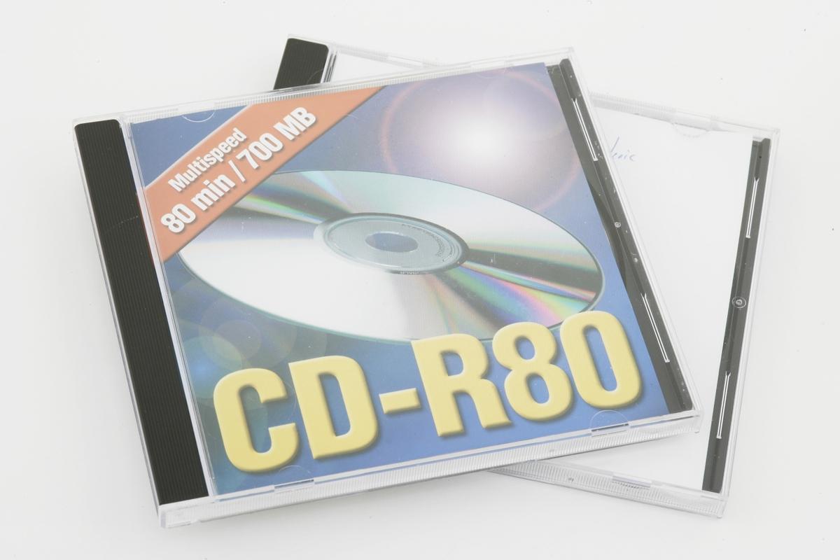 Vesker. Innhold i dameveske 3 - CD, 2 stk. Studiobilde i forbindelse med samtidsdokumentasjonsprosjekt - Veskeprosjektet 2006