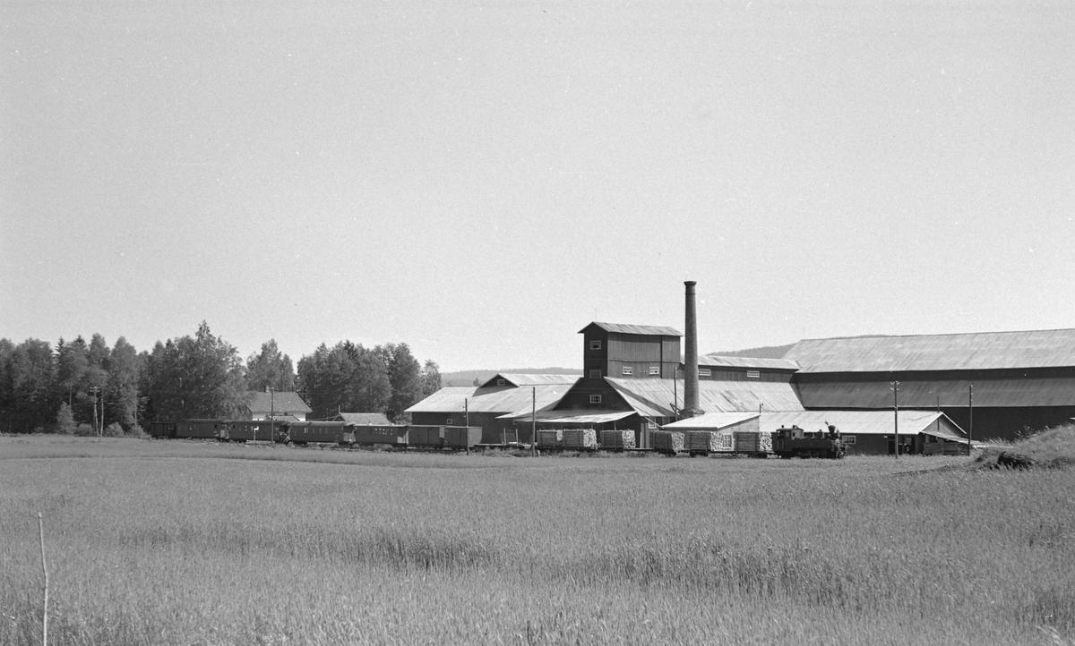 Tog retning Skulerud v/Liermosen Torvstrøfabrikk på strekningen Lierfoss -  Bjørkelangen.