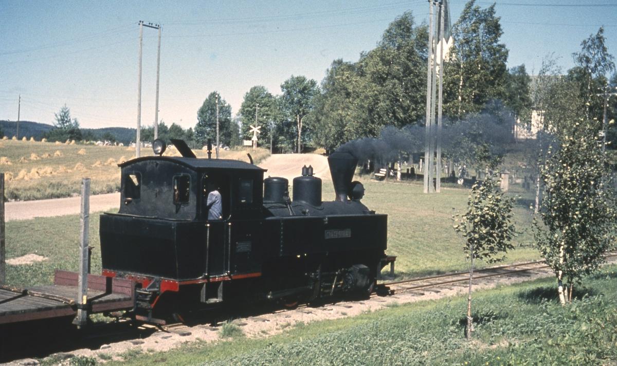 Tog 2058 til Sørumsand på Løken stasjon