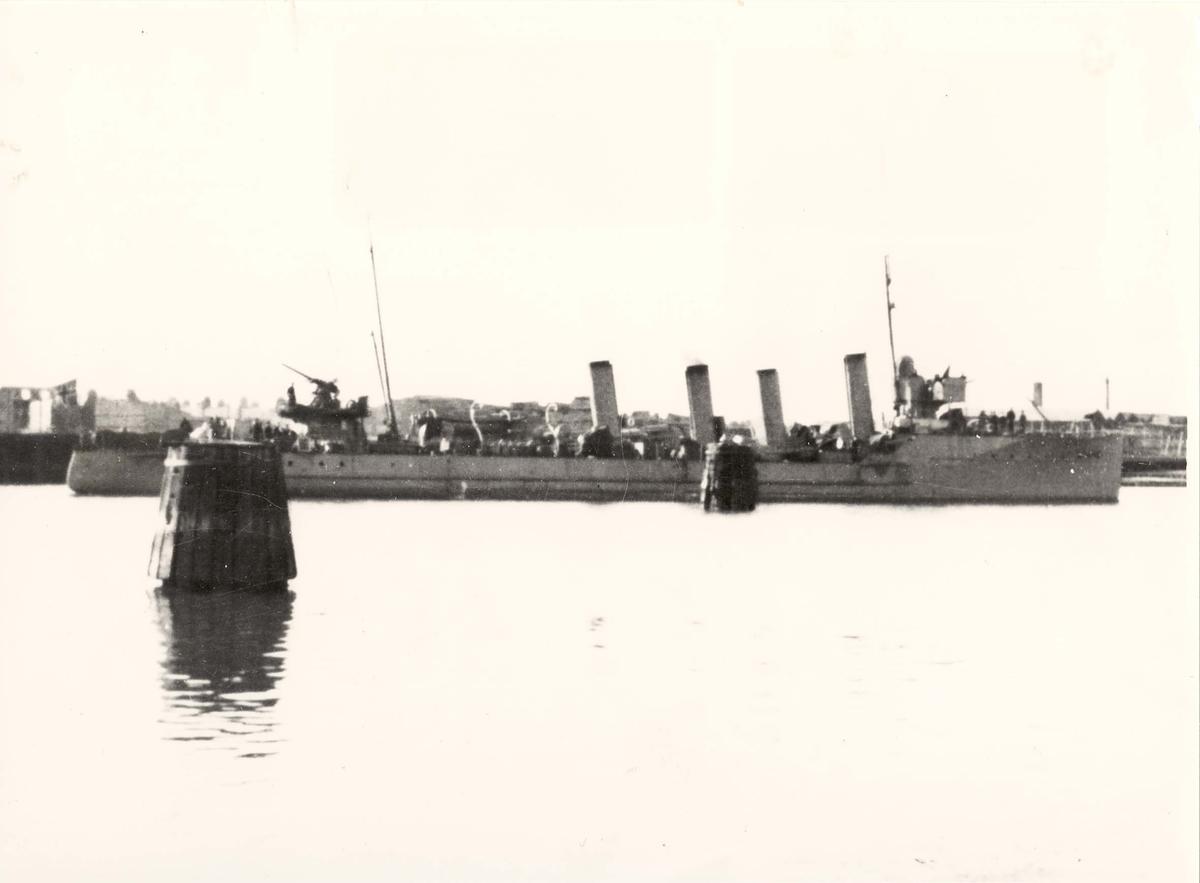 "Torpedojageren ""Troll"". Styrbord side"
