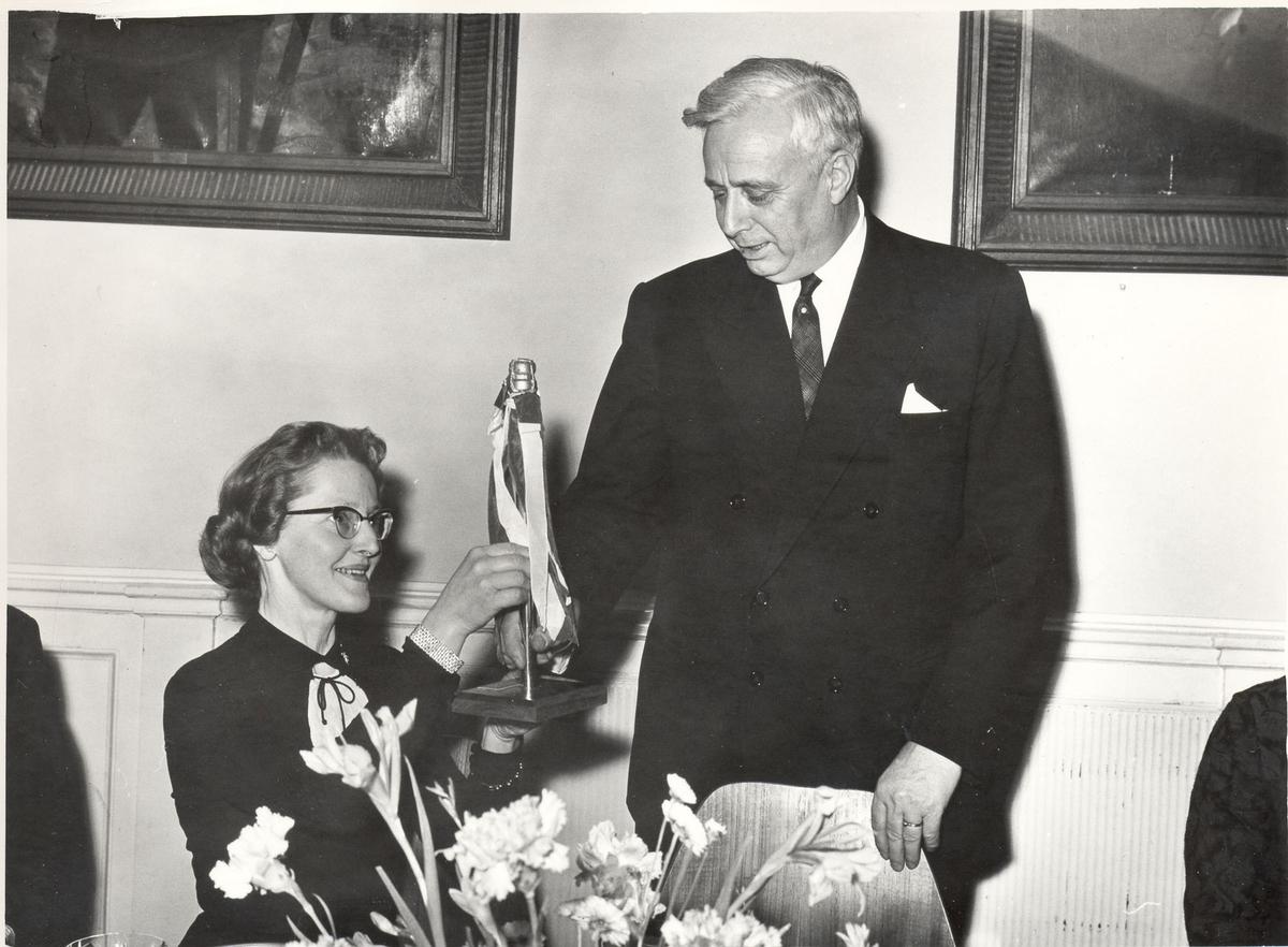 """Oslo-kl.fregatt KNM """"Narvik"""" -  fra dåpen av fartøyet, 30. nov. 1966. Gudmor, fru Dora Frodesen."""