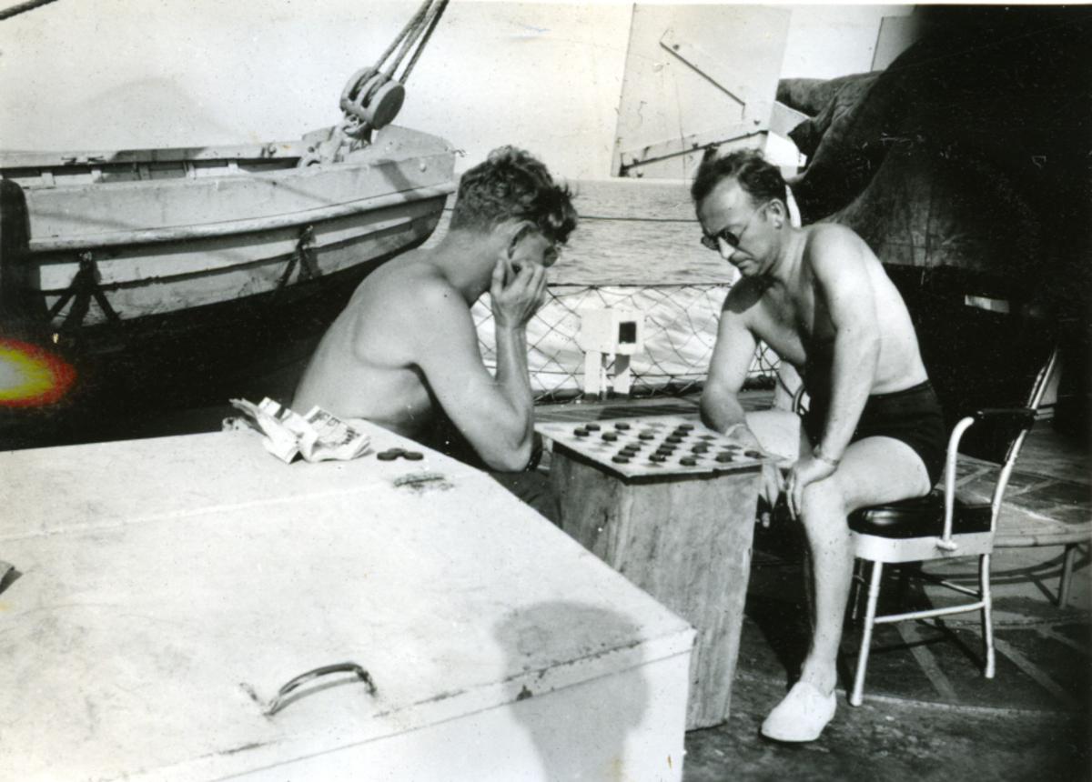 Album Ubåtjager King Haakon VII 1942-1946 Forskjellige bilder. Nyhus og Klæboe.