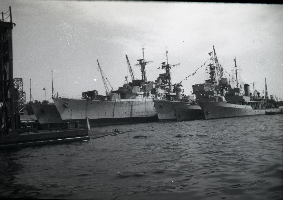 Fra Karljohansvern 25.07.1951. Jageren Oslo, Stord og Narvik, samt mineleggerene Otra og Rauma.