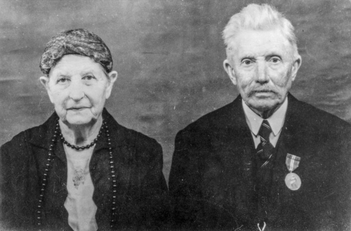 Eldre kvinne og mann.