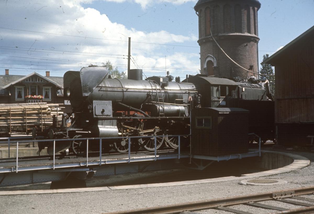 Vannfylling på damplok 30b 347 på Eina stasjon