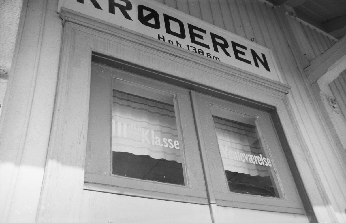 Eksteriørdetaljer på Krøderen stasjon.