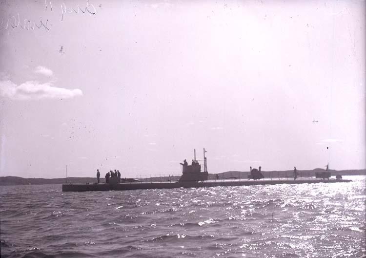 """Enligt text som medföljde bilden """"Undervattensbåten Hvalen""""."""