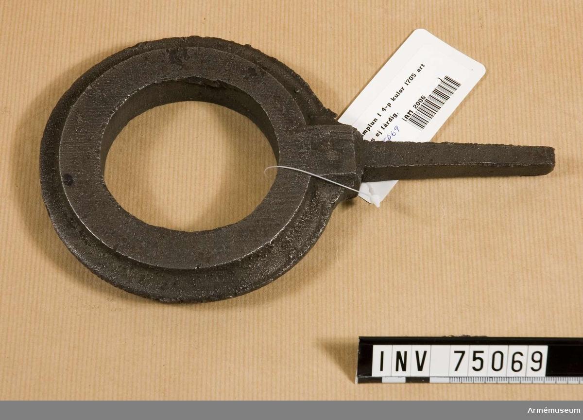Grupp F:(III(överstruket)) V.   Enligt den år 1705 fastställda artillerimåttstocken.