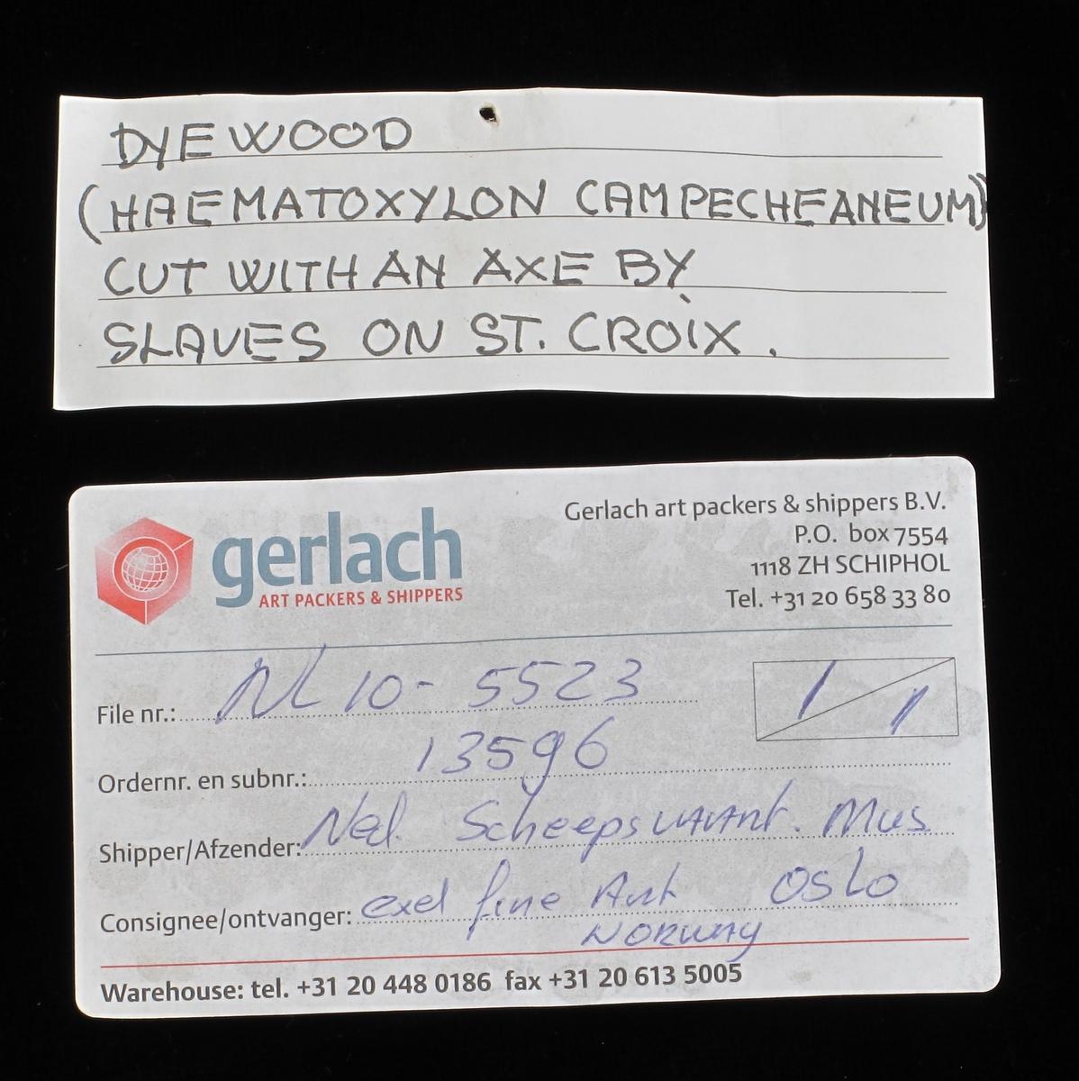Fargetre, campuchetre, logwood.  b)   Stykke av en stokk, kort og tykk, med en oppstående hake.