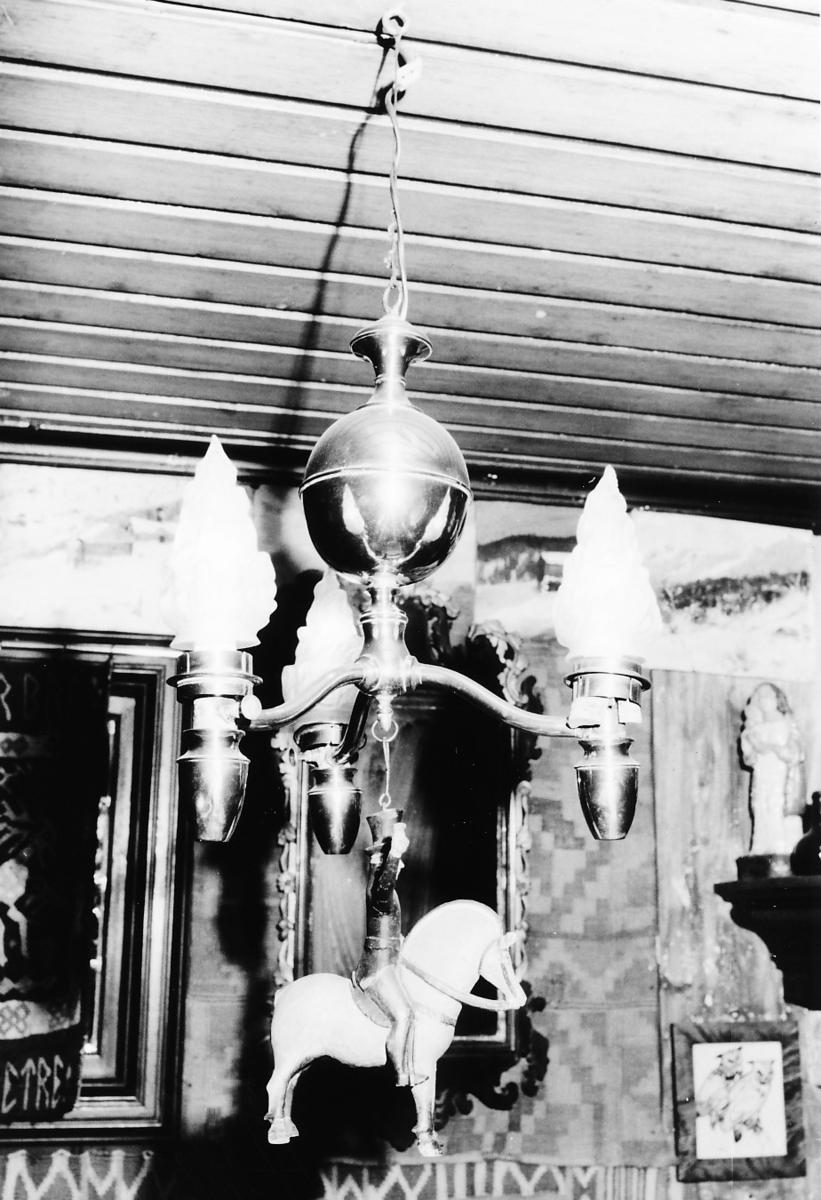 3-armet lampe; bulket glass; stang m. kule