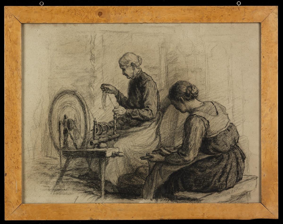 Gammel. kvinne, venstreprofil, ved rokk; ung kvinne sett mest bakfra, karder.
