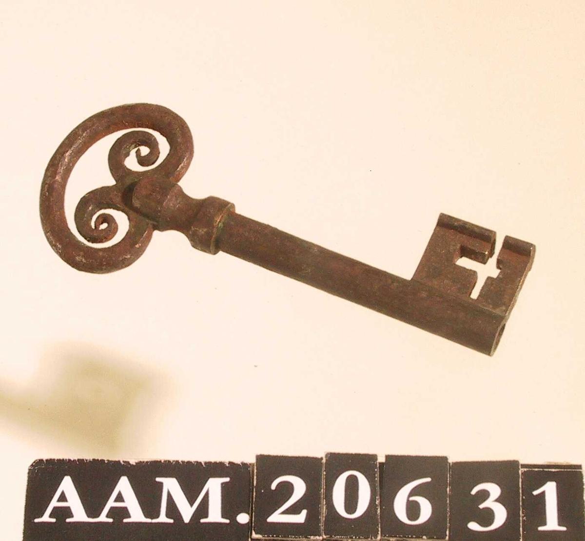 Nøkkel fra Åmli gamle kirke. Jern.