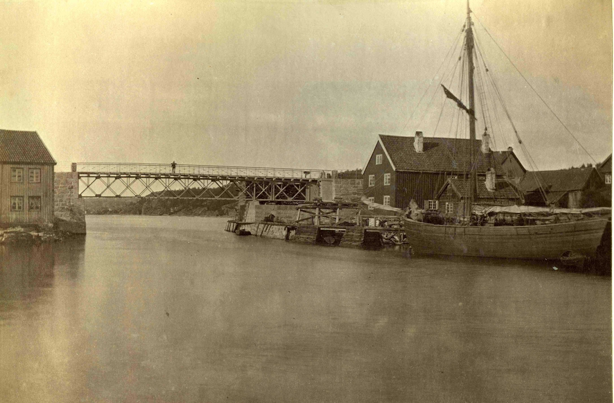 Strømmen - broen over Nidelven - Bygget i 1878