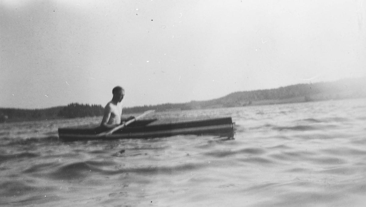 Årungen, Petter Isaksen i sin hjemmelagde kano.