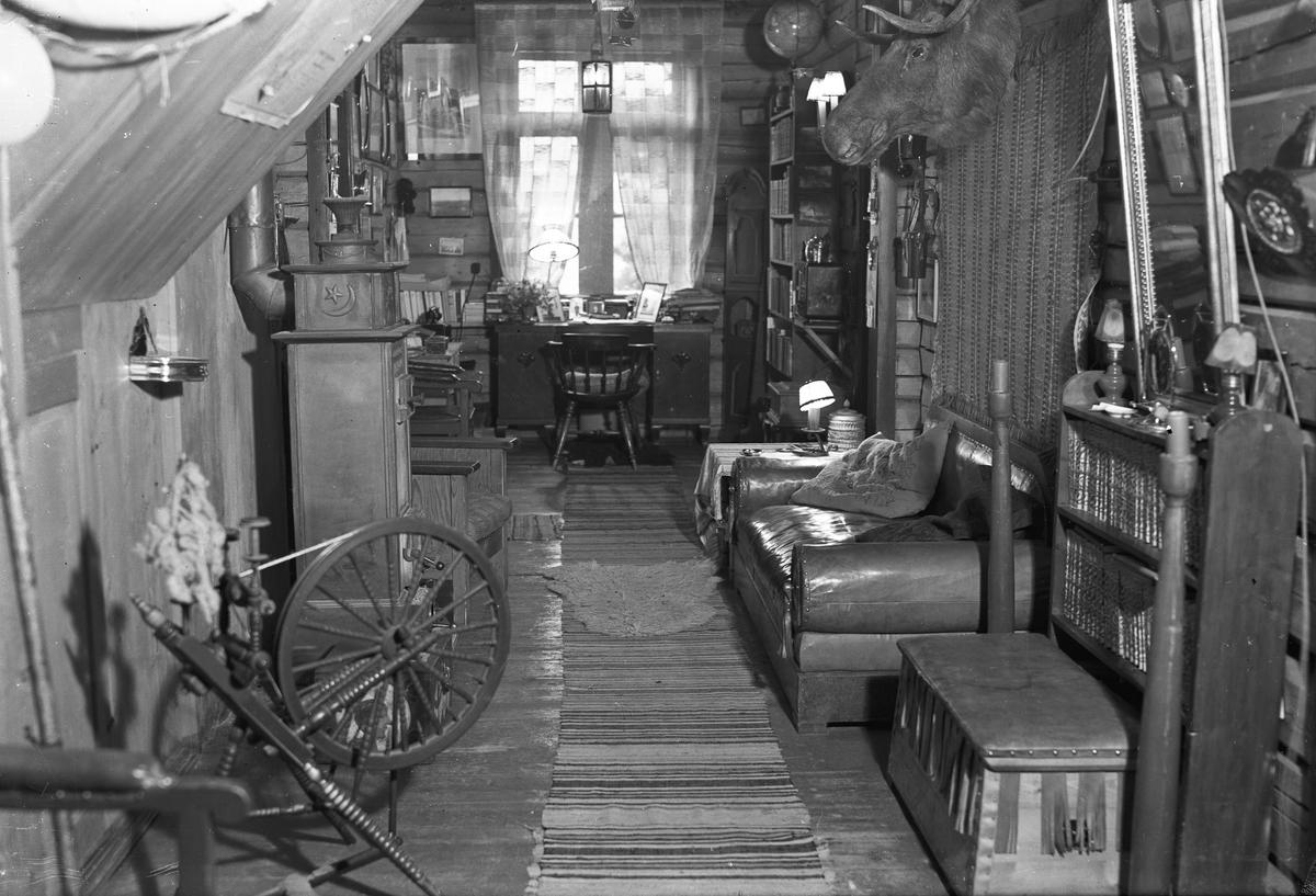 Arbeidsrommet til Erling Grieg – redaktør i Eidsvoll Blad. På Skrårud gård, på Østsiden av Mjøsa. Gården som er lengst nord i Eidsvoll mot Hedmark Fylke.