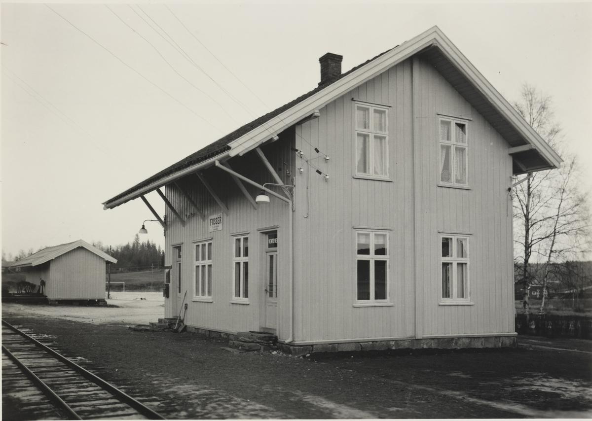 Fosser stasjon, stasjonsbygning