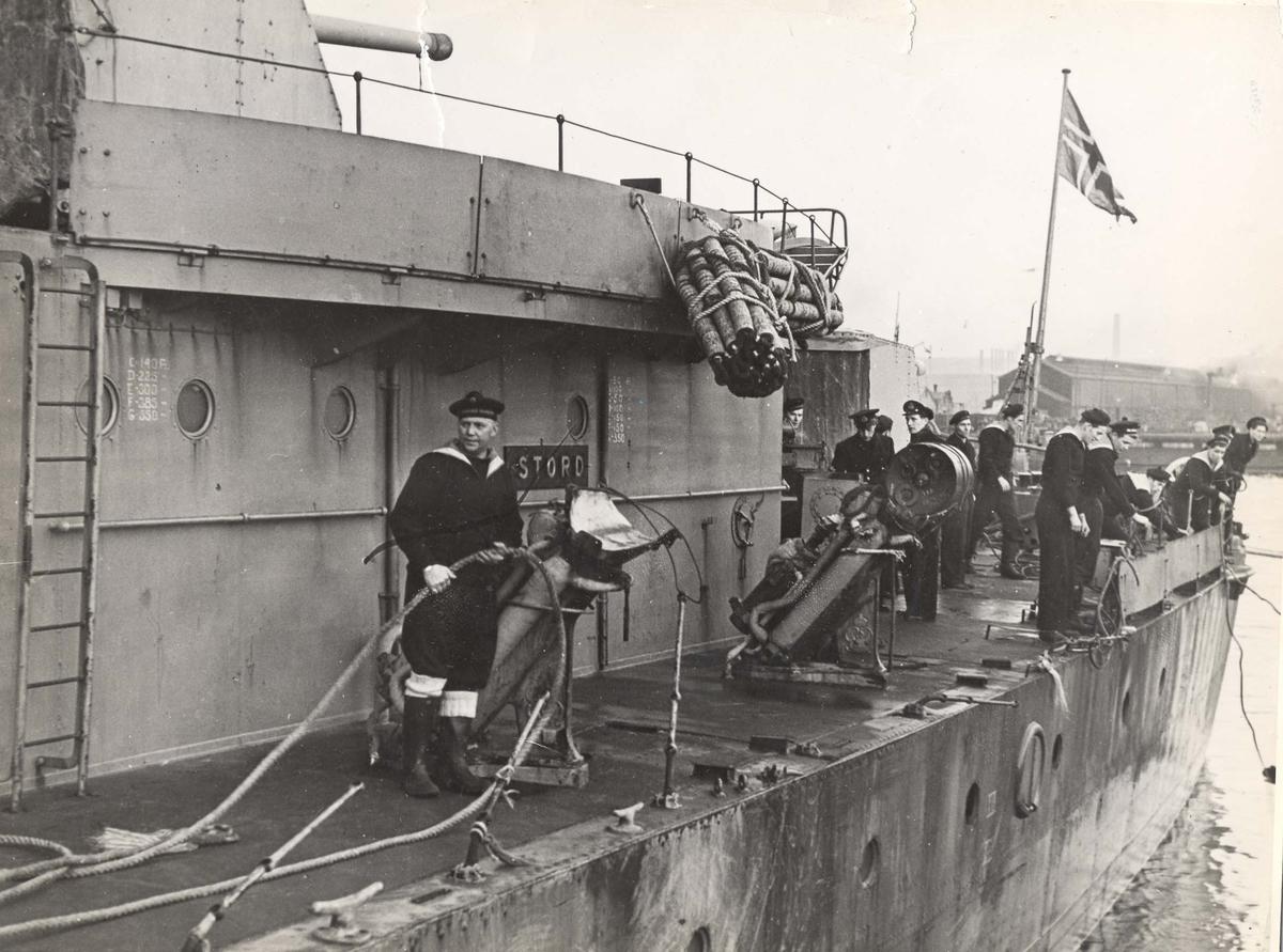 """Jageren """"Stord"""" ankommer Scapa etter senkningen av Scharnhorst med skader etter uværet"""