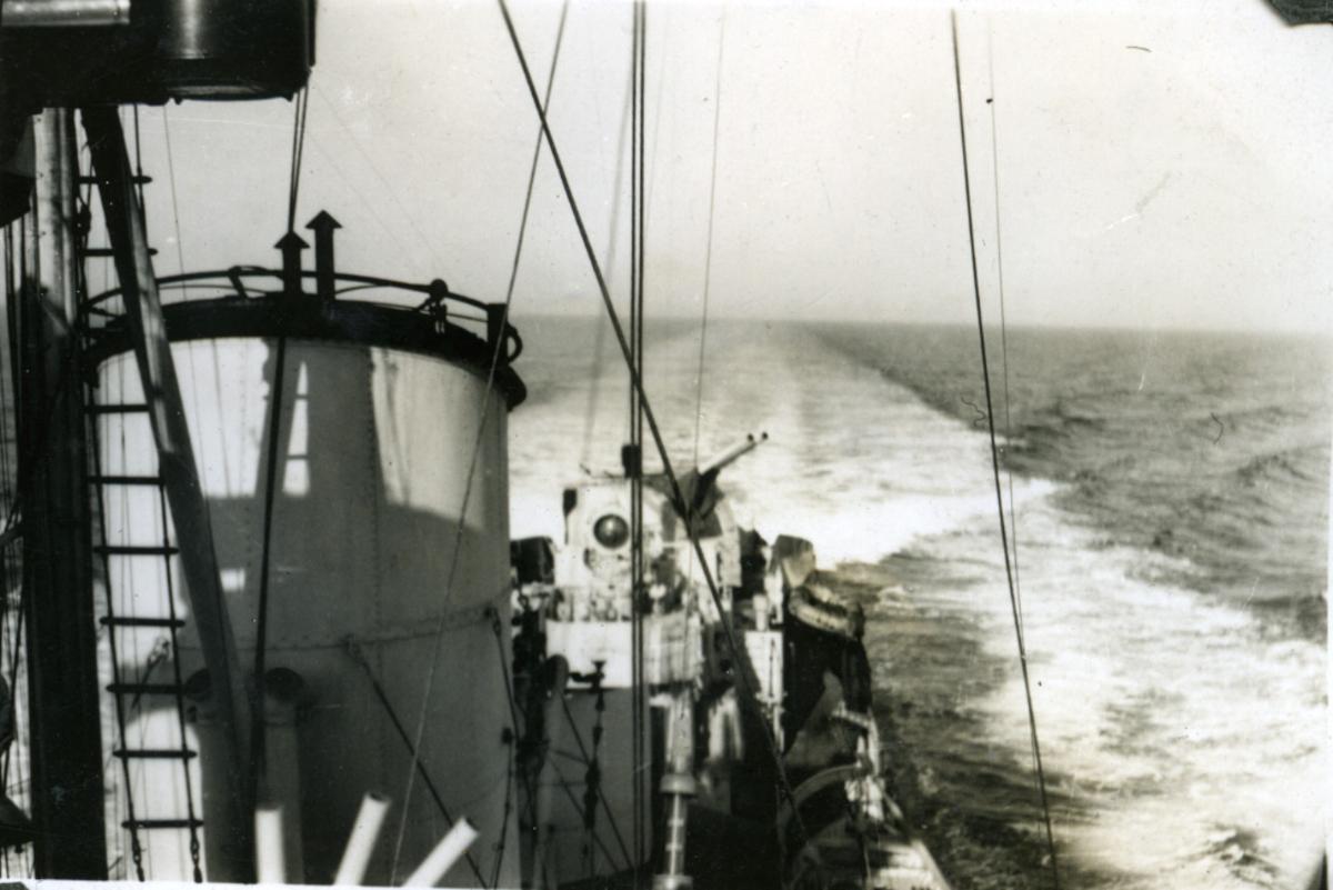 """Album Glaisdale H.Nor.M.S. """"Glaisdale"""". Fotograf: Knutdzon. Full fart."""